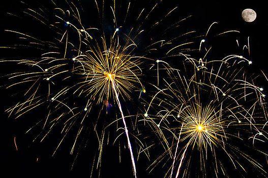 Penny Lisowski - Moon over Golden Starburst- July Fourth - Fireworks