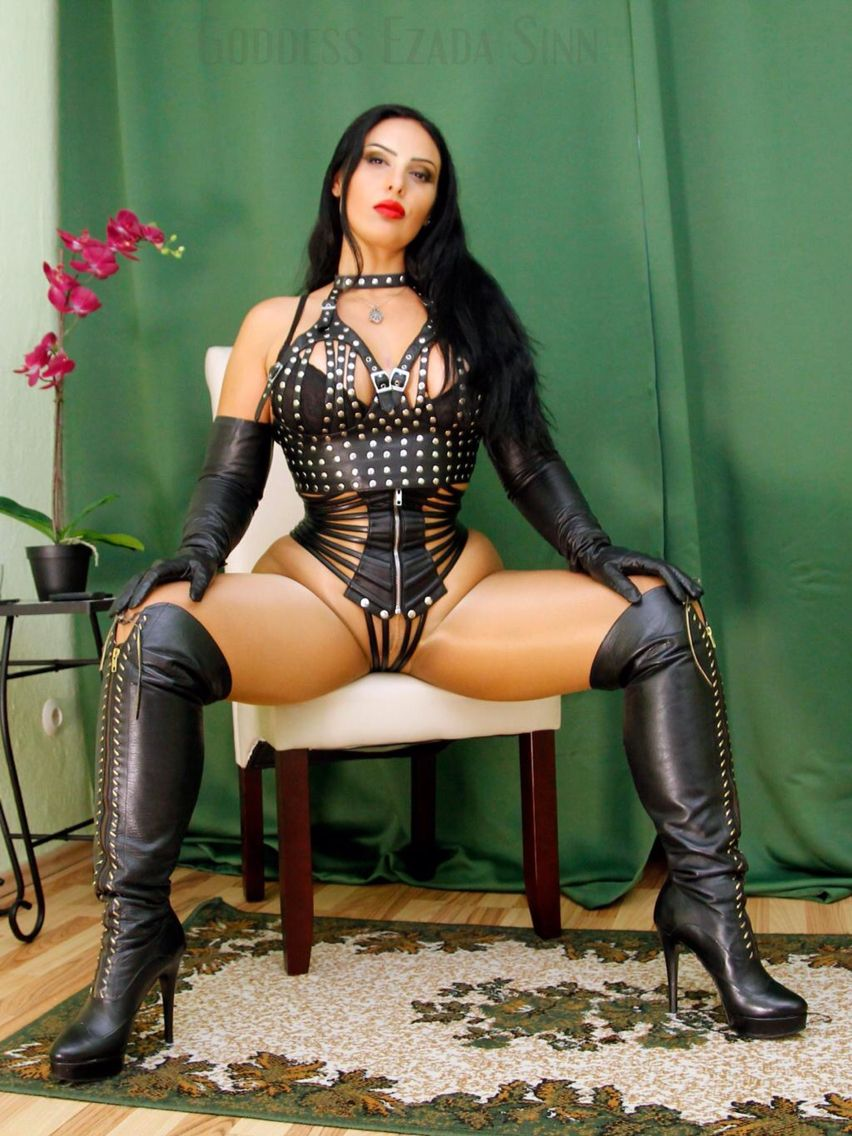 image Goddess brianna in latex legged footjob