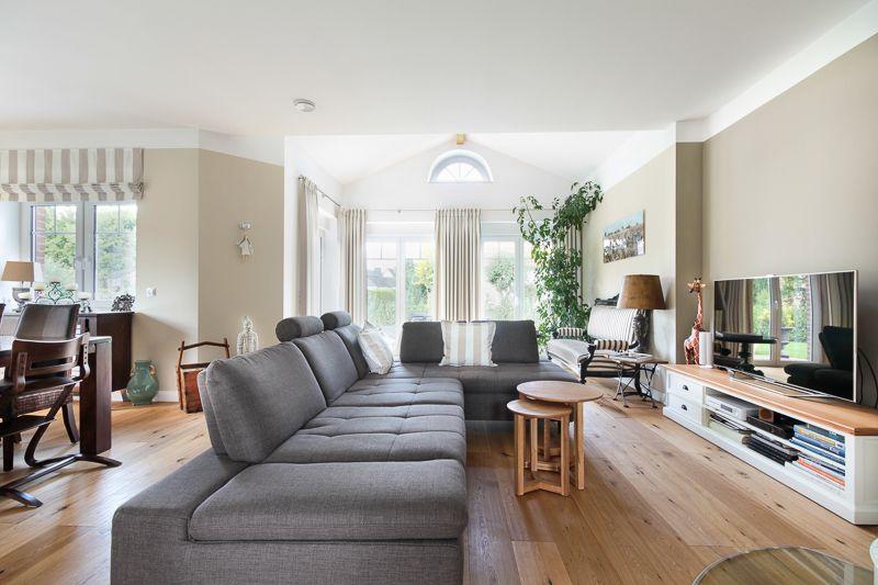 Wohnzimmer im romantischen landhaus eco system haus bauberichte romantisch im - Romantisches wohnzimmer ...