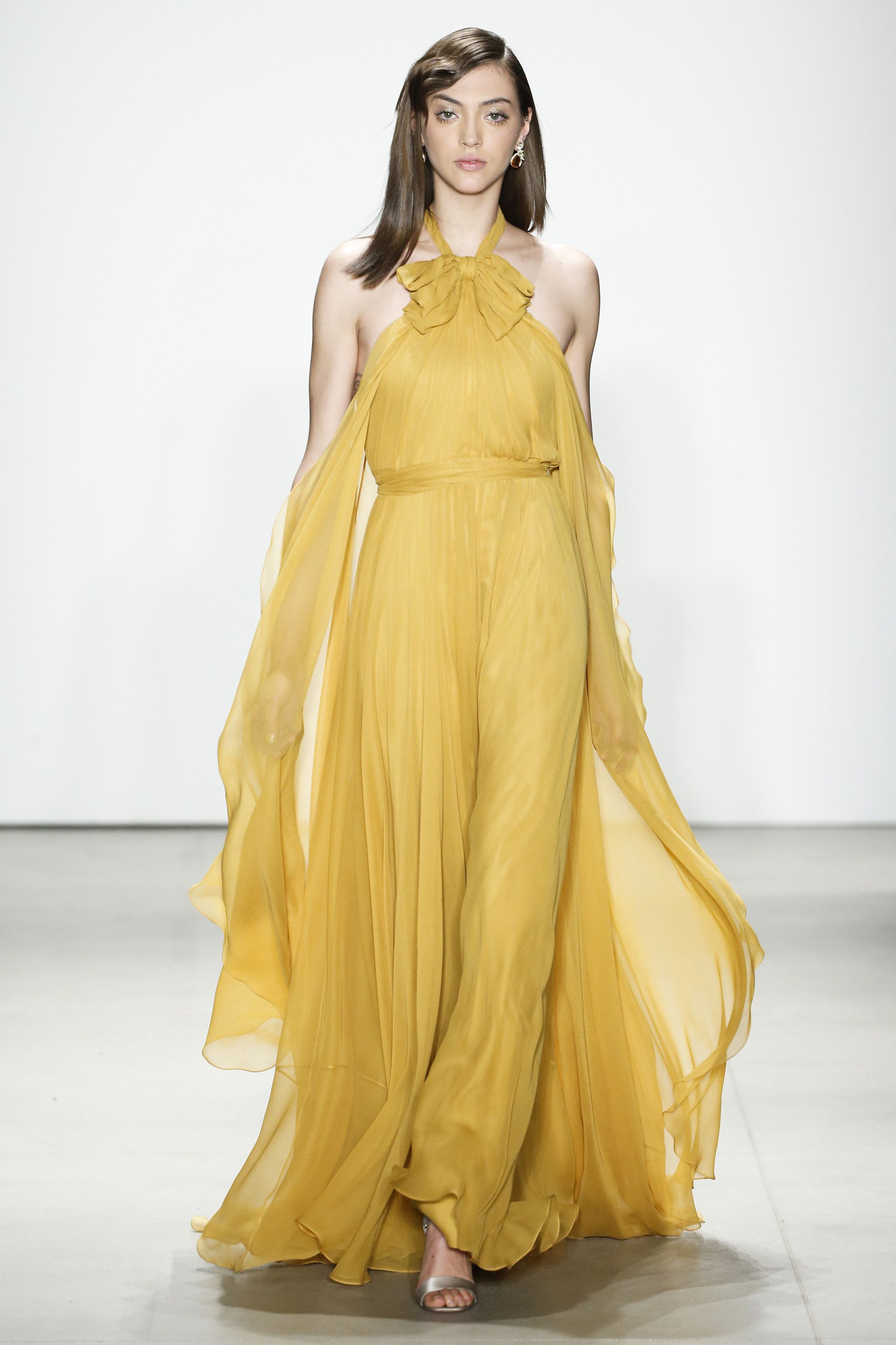 3801c8c83f37 Jenny Packham Fall 2016 Ready-to-Wear Fashion Show  http   www.theclosetfeminist.ca  ...