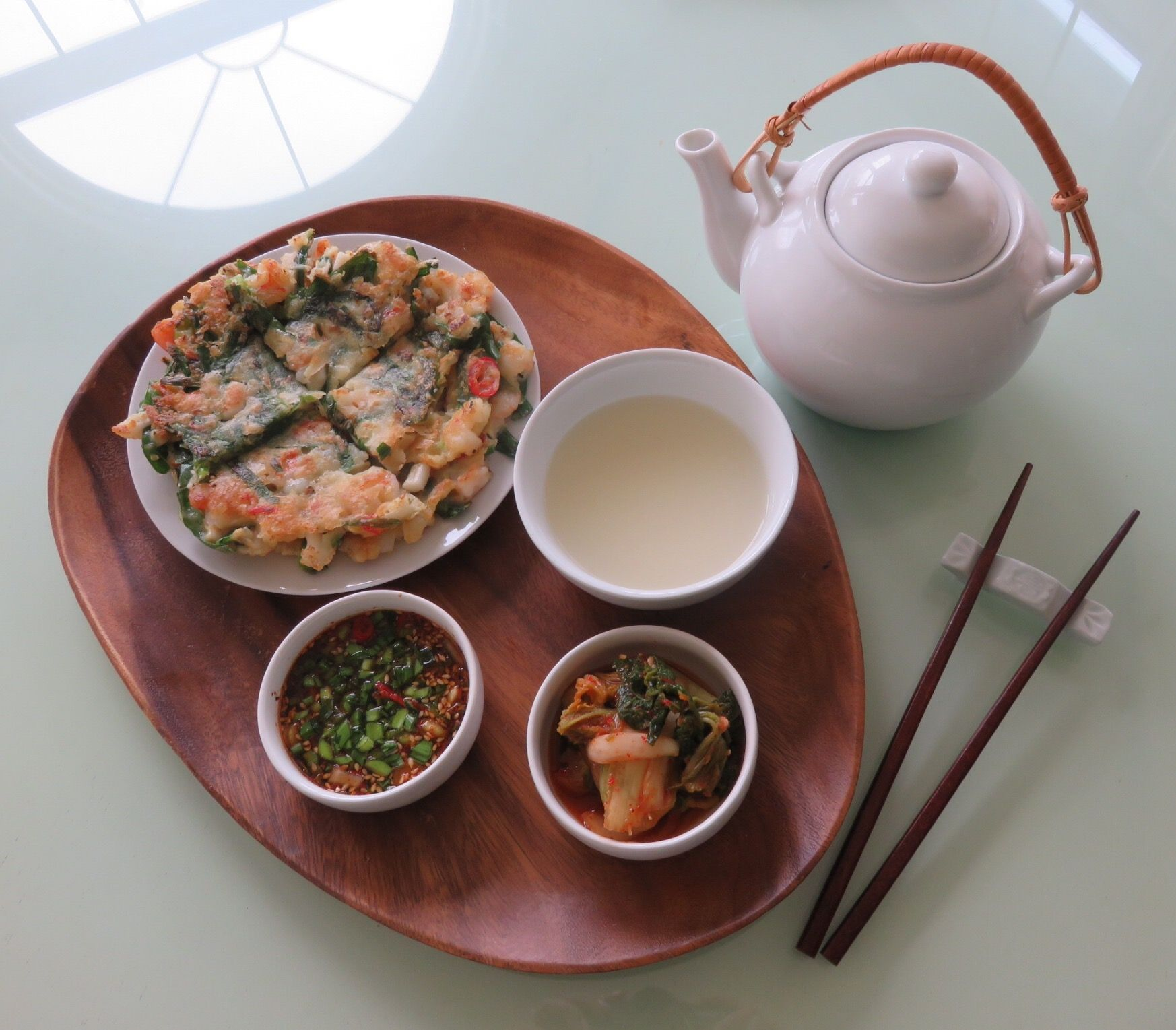 Today's Lunch- haemul Buchu-Jun. seafood and chives pancake. 오늘낮엔 서방님과 부추 해물파전을 부쳐 막걸리랑 크아~ ㅎㅎㅎ