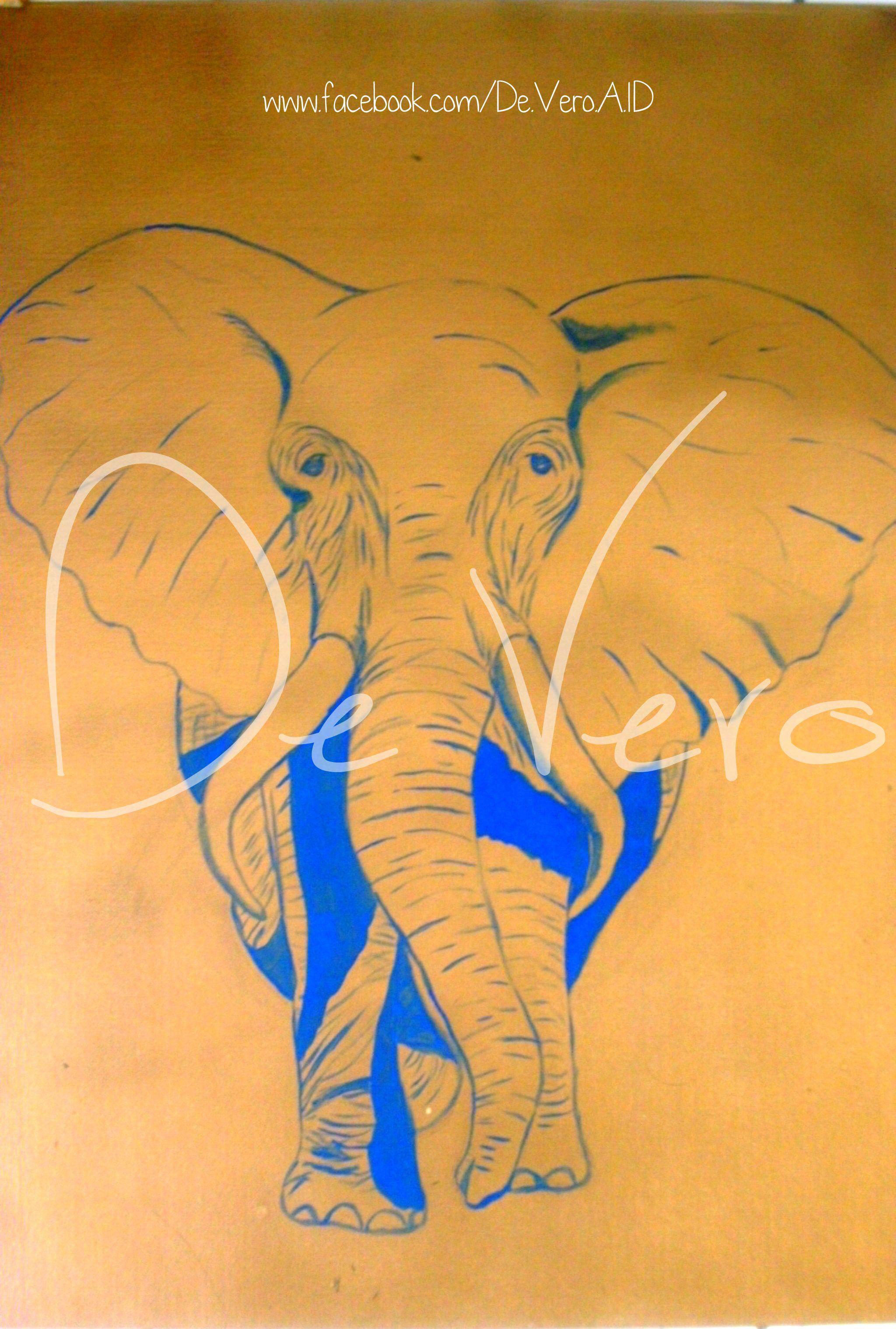 L'éléphant marche