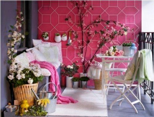 Balkon im fr hling mit blumen dekorieren g nstige for Balkon dekorieren ideen