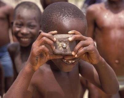 أمنيات طفل أفريقي فقير يحلم أن يمتلك كاميرا للتصوير Happy Funny Images Laughter