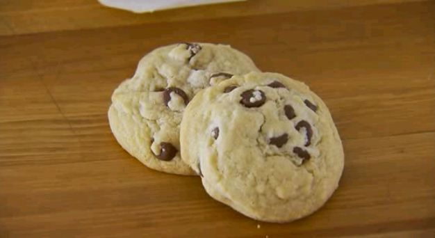 Use our tips to bake chewy or crispy chocolate chip cookies--whichever you prefer! Learn how here: http://www.bhg.com/videos/m/61658681/how-to-make-chocolate-chip-cookies-chewy-or-crispy.htm