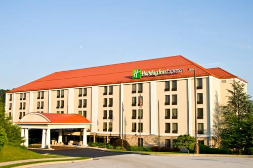Holiday Inn Express York York (Pennsylvania) Located off Interstate 83, this pet-friendly hotel is a 10-minute drive from York Ice Arena.  It features a daily hot breakfast, a gym and a business center.  Guest rooms offer flat-screen TVs and free Wi-Fi.