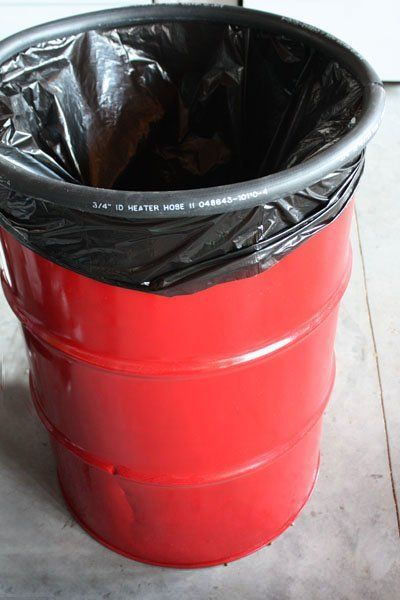 Look A Trash Can With A Catch Trash Barrel Trash Can Outdoor Trash Cans