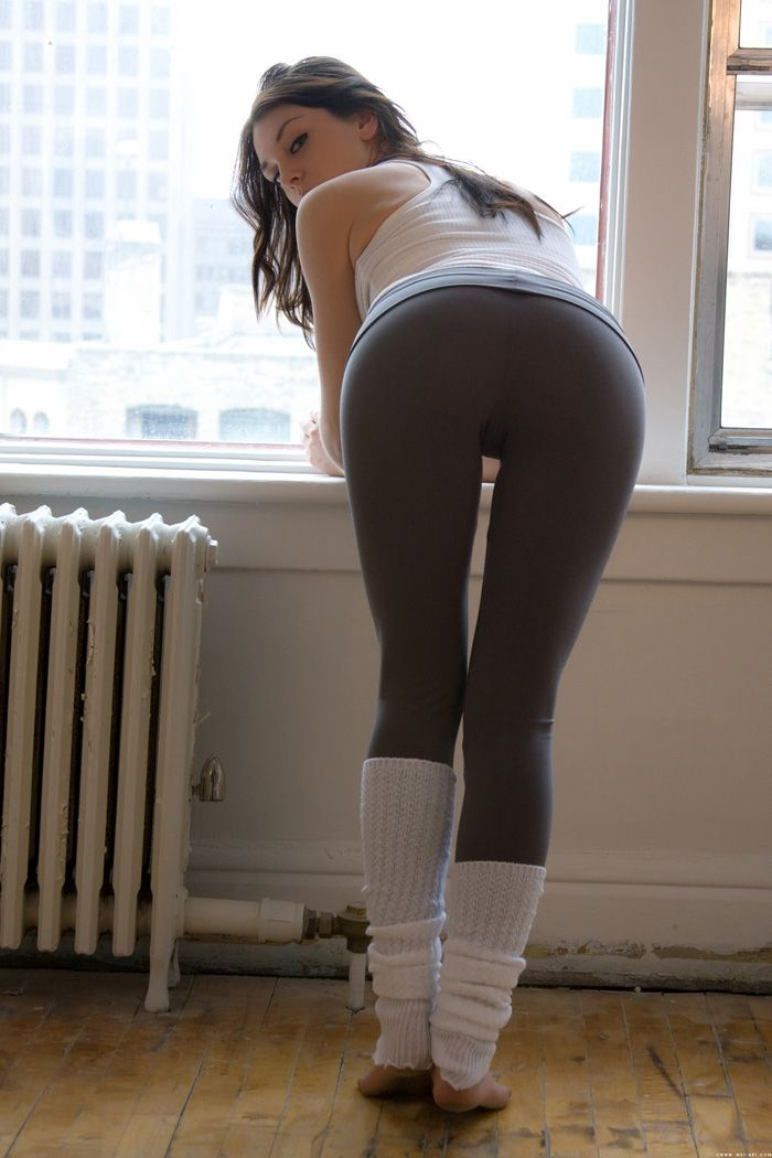Sexy girls in yoga pants pics