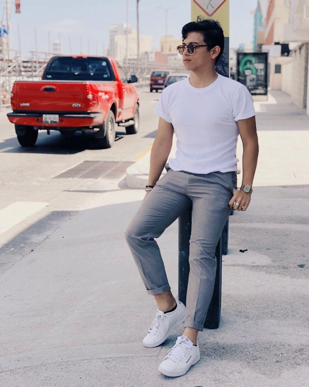 Pantalón De Vestir Tenis Blancos Y Una Playera Básica Un