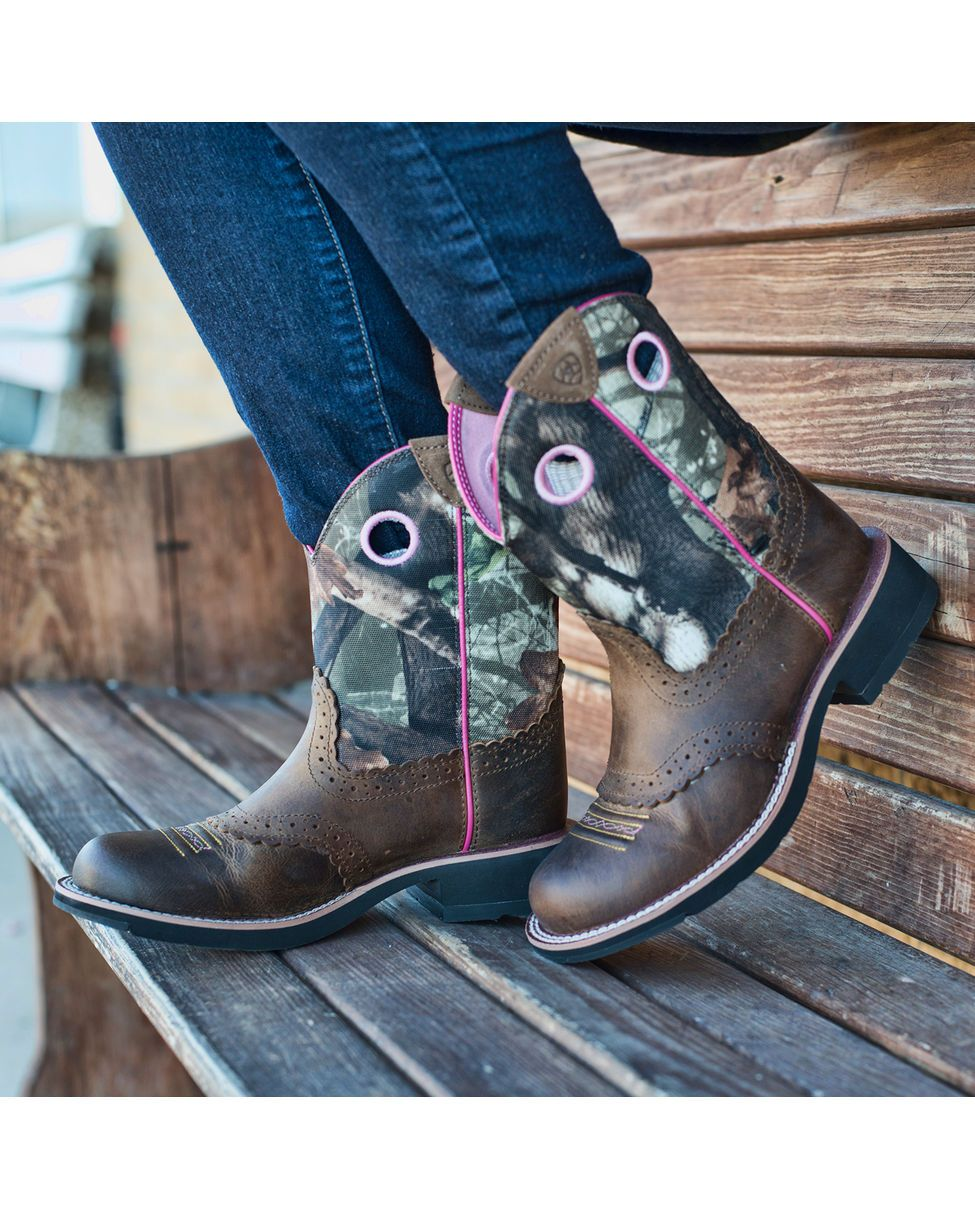 Ariat Women's Fatbaby Cowgirl Boot - Distressed Brown/Mossy Oak ...