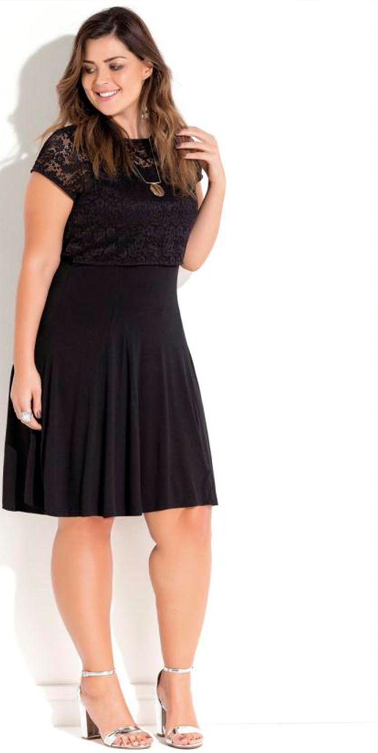 2088a9673dde Vestido preto com sobreposição de uma blusa em renda é a peça perfeita para  um look charmoso. #estilo #modaplussize #estiloplussize #eusouplus ...