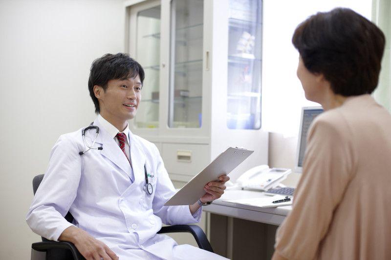 胃カメラとバリウム検査の違い 胃の検査はどちらがおすすめか 若返り 白衣 みぞおち