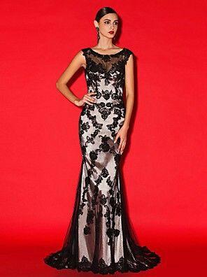 Licht met zwarte jurk
