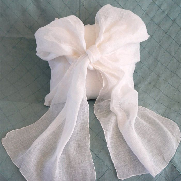 Simplicity Bow Pillow luv
