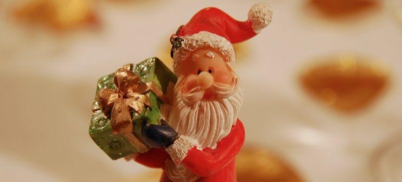 Die Figur des heiligen Nikolaus, wie wir sie heute kennen, ist fiktiv und eine Verschmelzung von eigentlich zwei Persönlichkeiten. Zum Einen gab es den Bischof Nikolaus von Myra im kleinasiatischen Lykien, der vermutlich im 4…