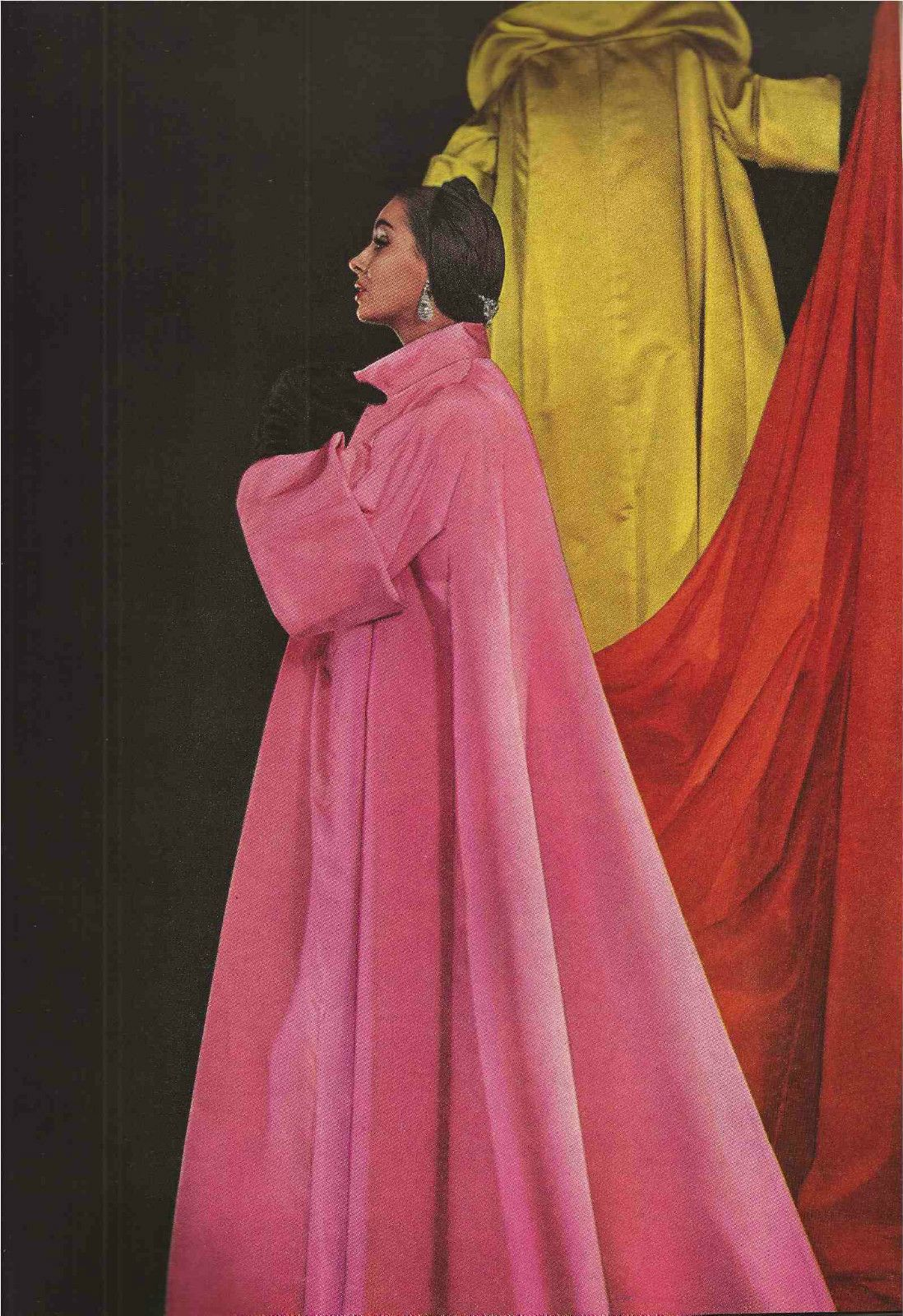 Voluminous colorful coats of the Fifties with huge turned-back cuffs ...