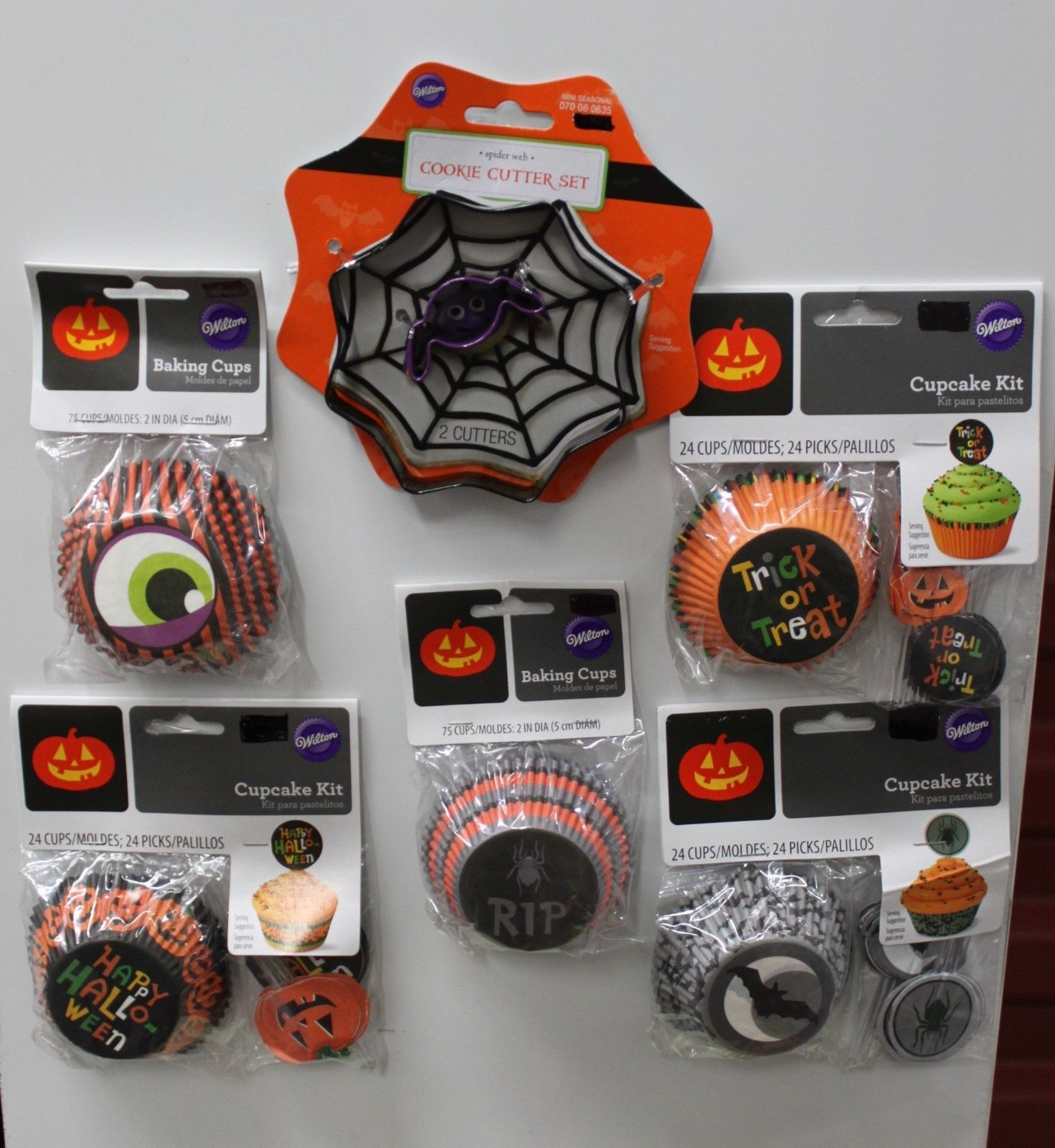 Details about HALLOWEEN BAKING CUP & COOKIE CUTTER SET ...