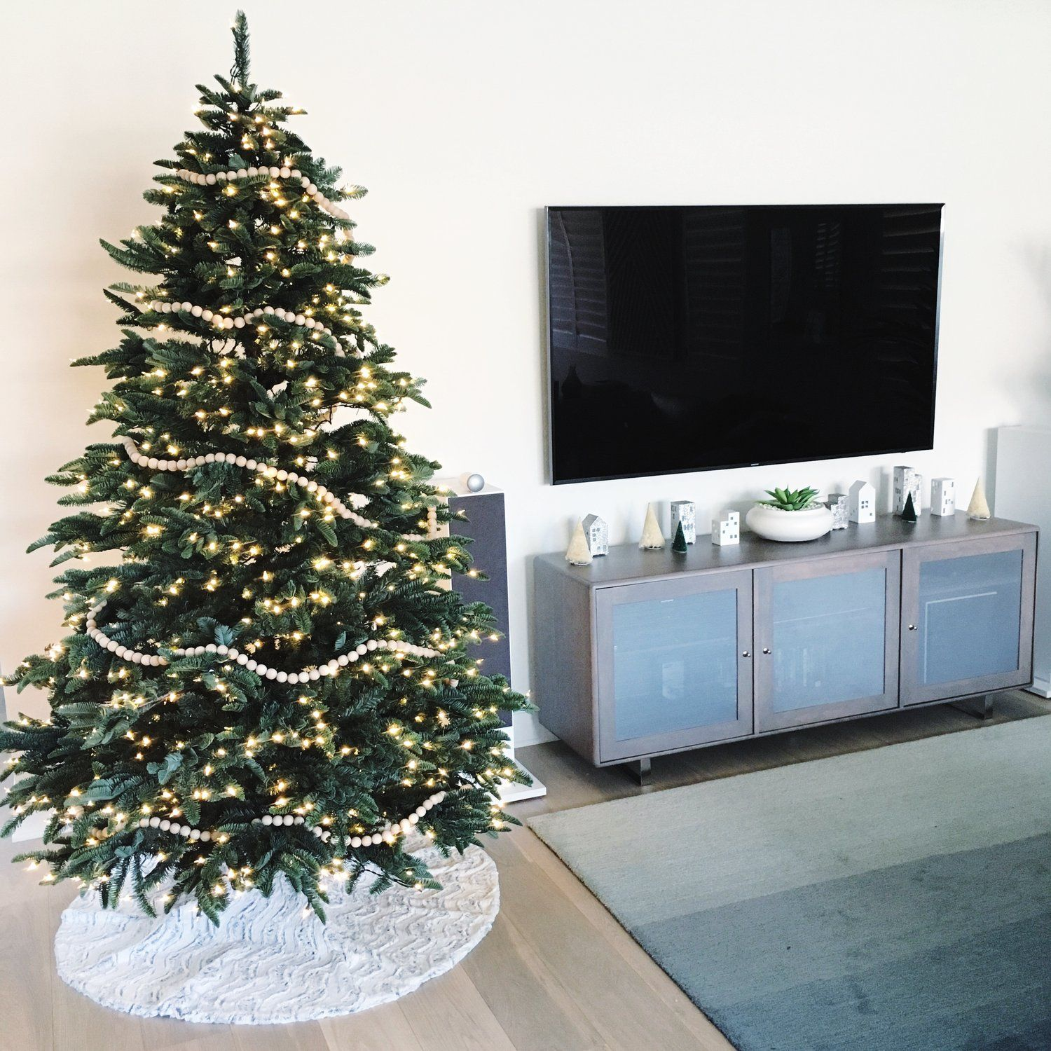 Keep your Christmas simple with this tree adorned with a DIY
