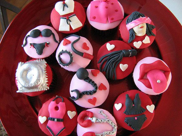 decorating romantic and naughty stuff in a very cute manner these cupcakes are really innovative and lovely description from slodivecom