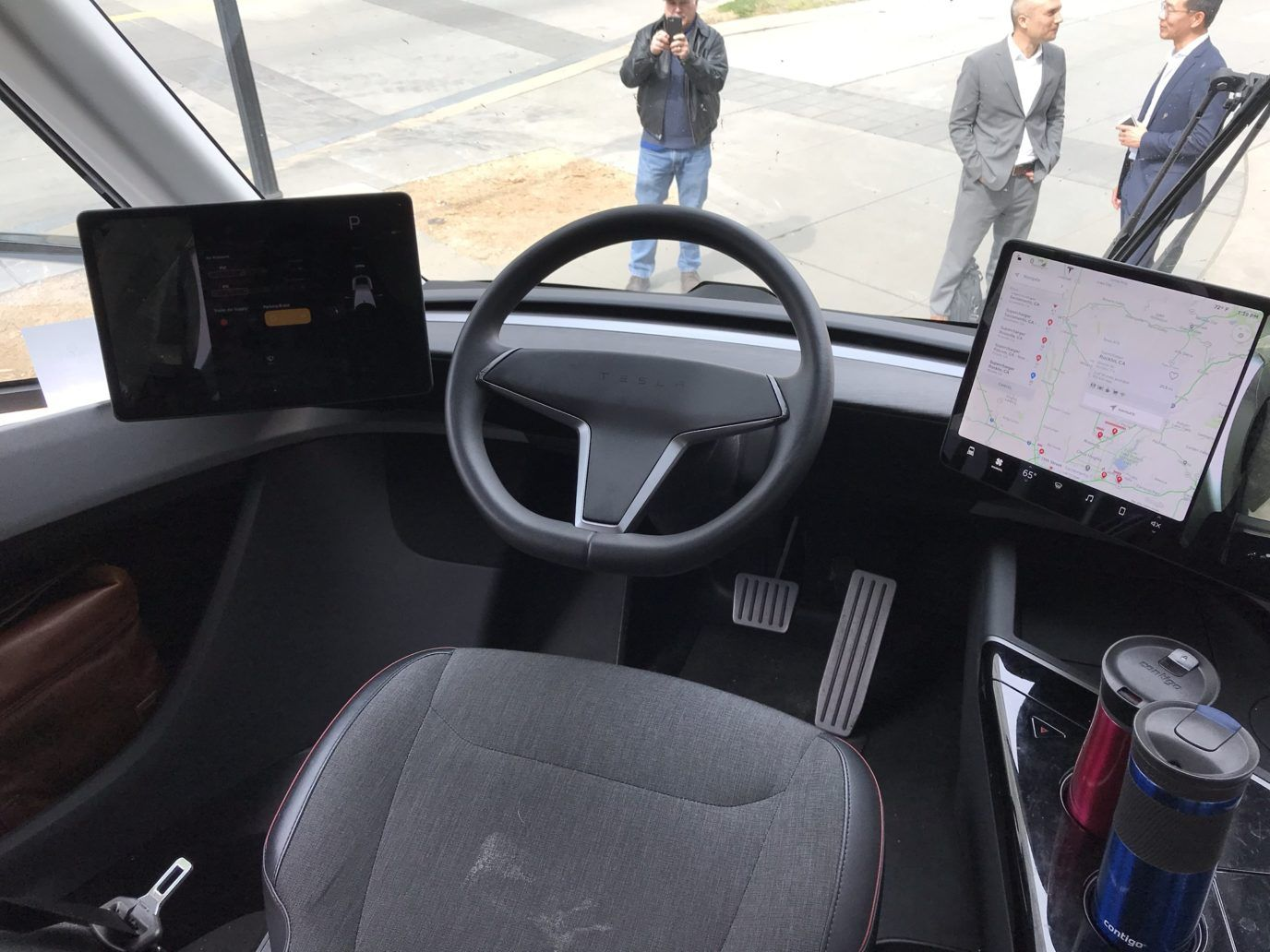 Tesla Semi Cockpit Details Revealed In Clearest Interior Pictures Yet Semi Trucks Interior Truck Interior Tesla Semi Truck