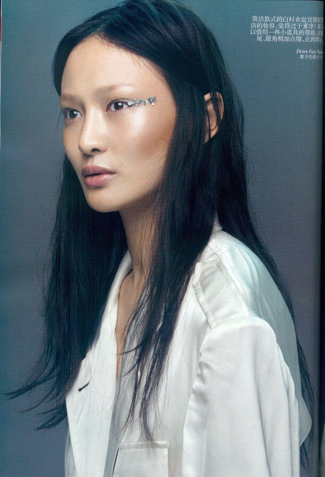 White Shirt Girls  Vogue china Makeup and Short nails