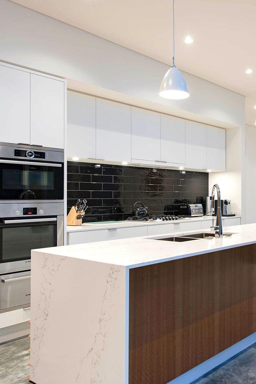 31 Black Subway Backsplash Ideas The Power Of Black Color In 2020 White Glossy Kitchen Glossy Kitchen Kitchen Cabinet Styles