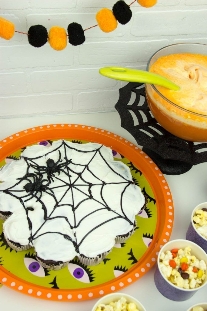 DIY Spider Web Pull Apart Cake Pull apart cake, Pull apart and - halloween party treats ideas