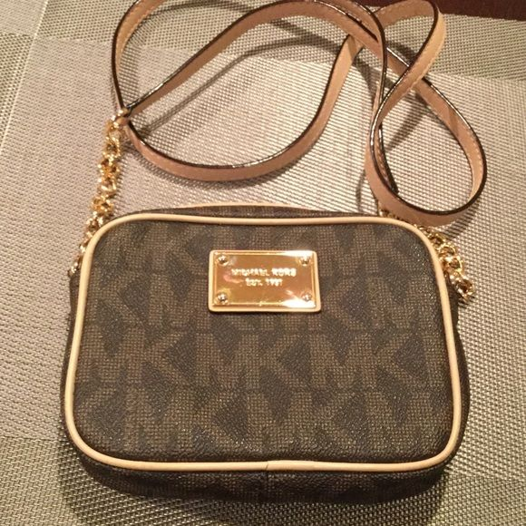 62d047c6e5c5 Michael Kors - side purse small New worn one