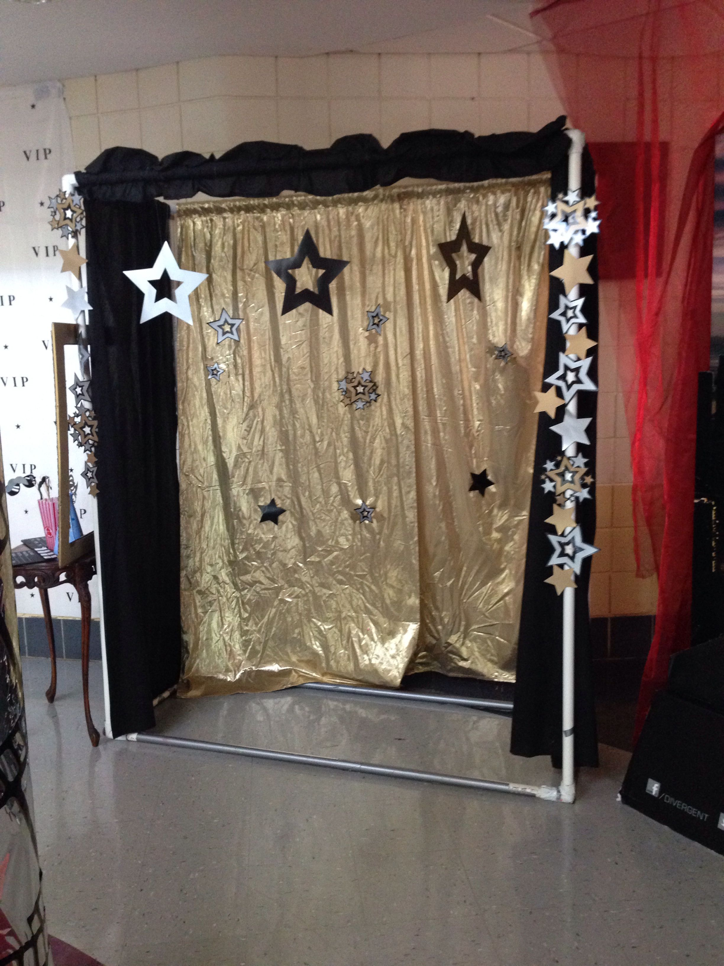 Diy Photo Booth Done With Middle School Colors For