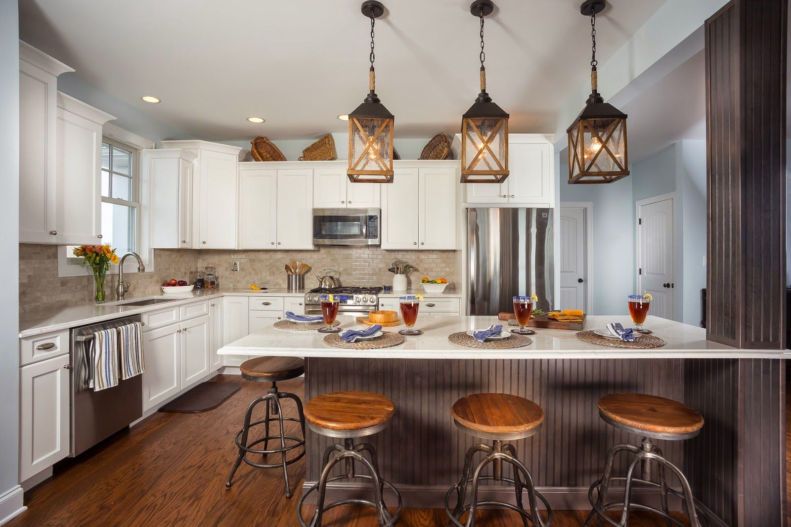 Designer S Best Picks Coastal Dreams Come True This Kitchen Offers All Of The Amenities