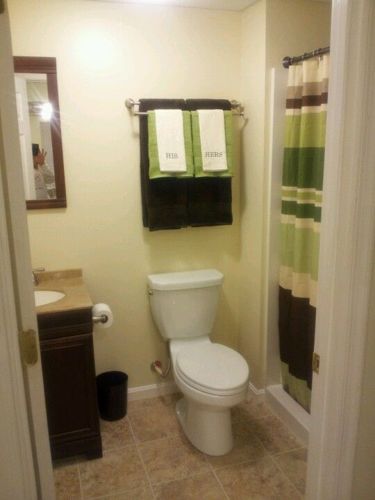 Small Bathroom Like The Double Towel Rod With Matching Towels To Shower Curtain Bathroom Retreat Bathroom Makeover Small Bathroom