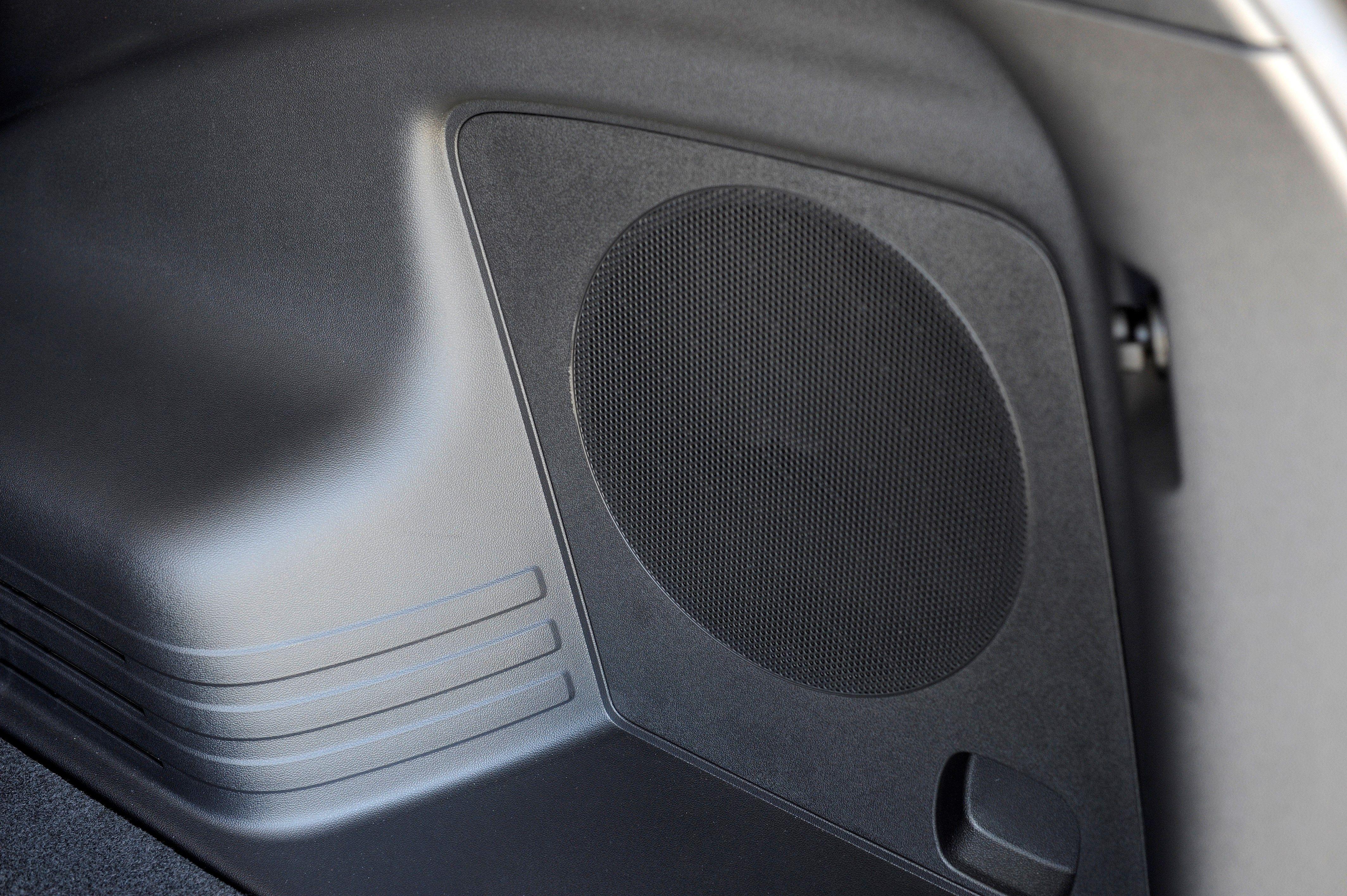 2014 Tucson 360 Watt Premium Audio System With External