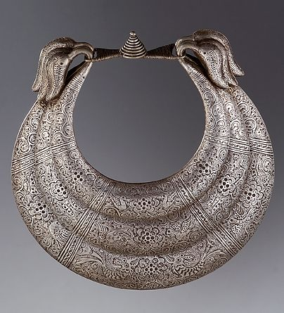 China | Silver necklace from the Miao people | Early 20th century