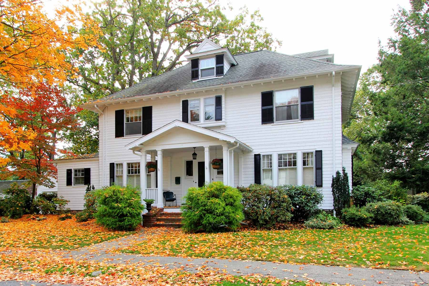 Classic colonial in fall in new england perfect what for New england colonial style