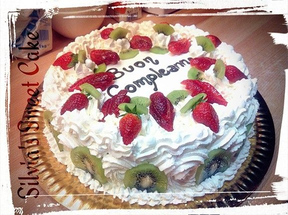 Torta alla frutta e crema al mascarpone!  https://www.facebook.com/silviassweetcake  #cake #cakefruit #strawberry #creemaalmascarpone
