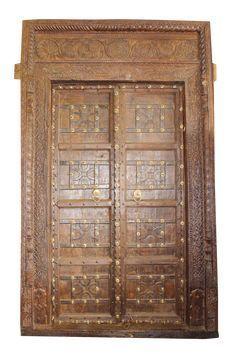 Photo of Antique Indian Carved Tree Door & Frame på Chairish.com – 25. mai 2019 kl. 12:59 …