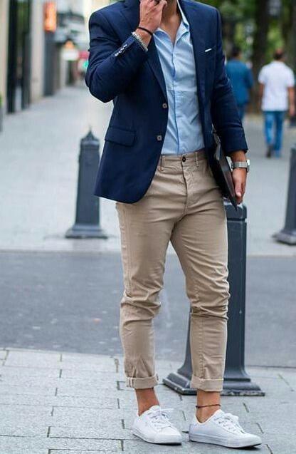 cooles outfit hochzeit gast mann mit turnschuhen