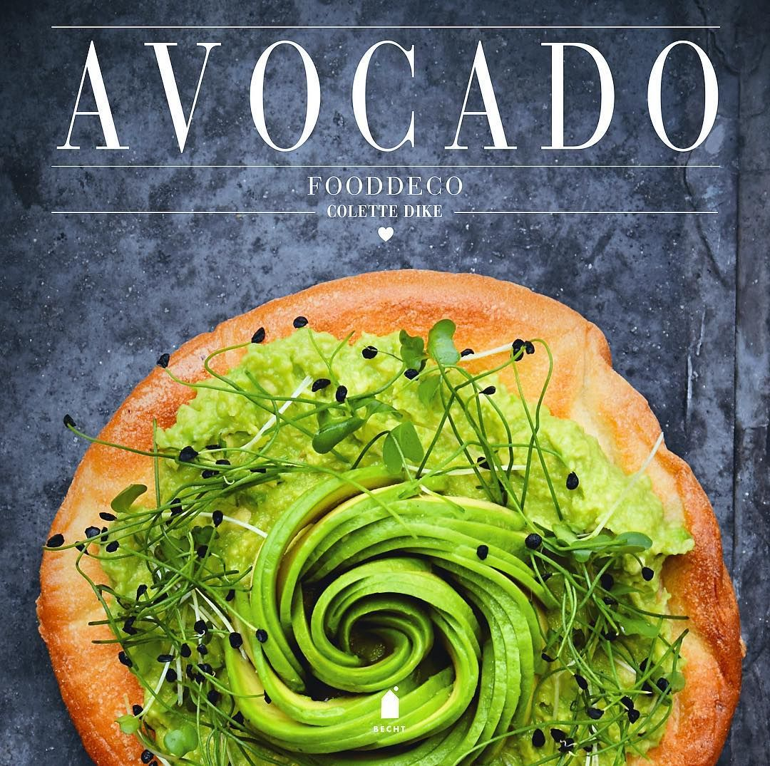 "Vote & WIN my Avocado cookbook! 3 days left to vote for me as Foodblogger of the year! Leave a ""voted"" comment below and I'll select 5 winners. You can enter worldwide - however the book is in Dutch. But there are tutorials and lots of images to enjoy! Link in Bio - Thanks 😘 Happy Sunday! #vote #win #avocado #cookbook #foodbloggervhjaar #kookboek #november"