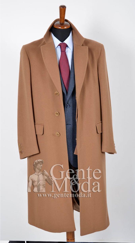 completo blu e cappotto cammello uomo