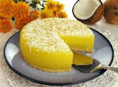 Tempo: 2h (+2h de geladeira) Rendimento: 8 Dificuldade: fácil Ingredientes: 1 colher (sopa) de margarina 3 xícaras (chá) de açúcar 50g de coco ralado 5 ovo