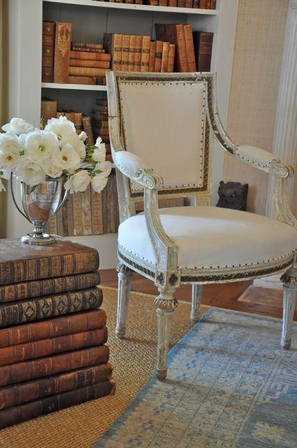 decorating with books decorating with books creamylife. Black Bedroom Furniture Sets. Home Design Ideas