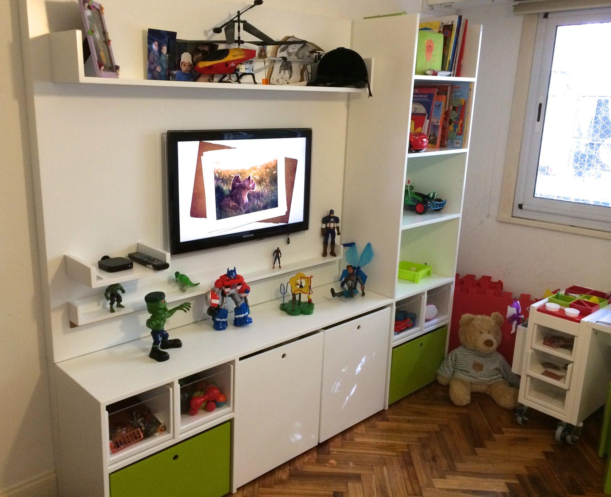 Habitación de un nene que contiene un Mueble Rosario acompañado de ...