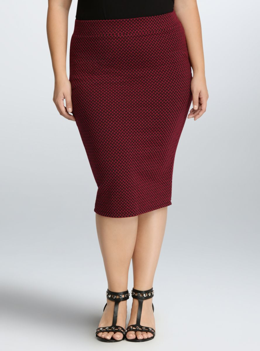 926fbba3745 Checkered Knit Pencil Skirt From The Plus Size Fashion Community At  www.VintageAndCurvy.com