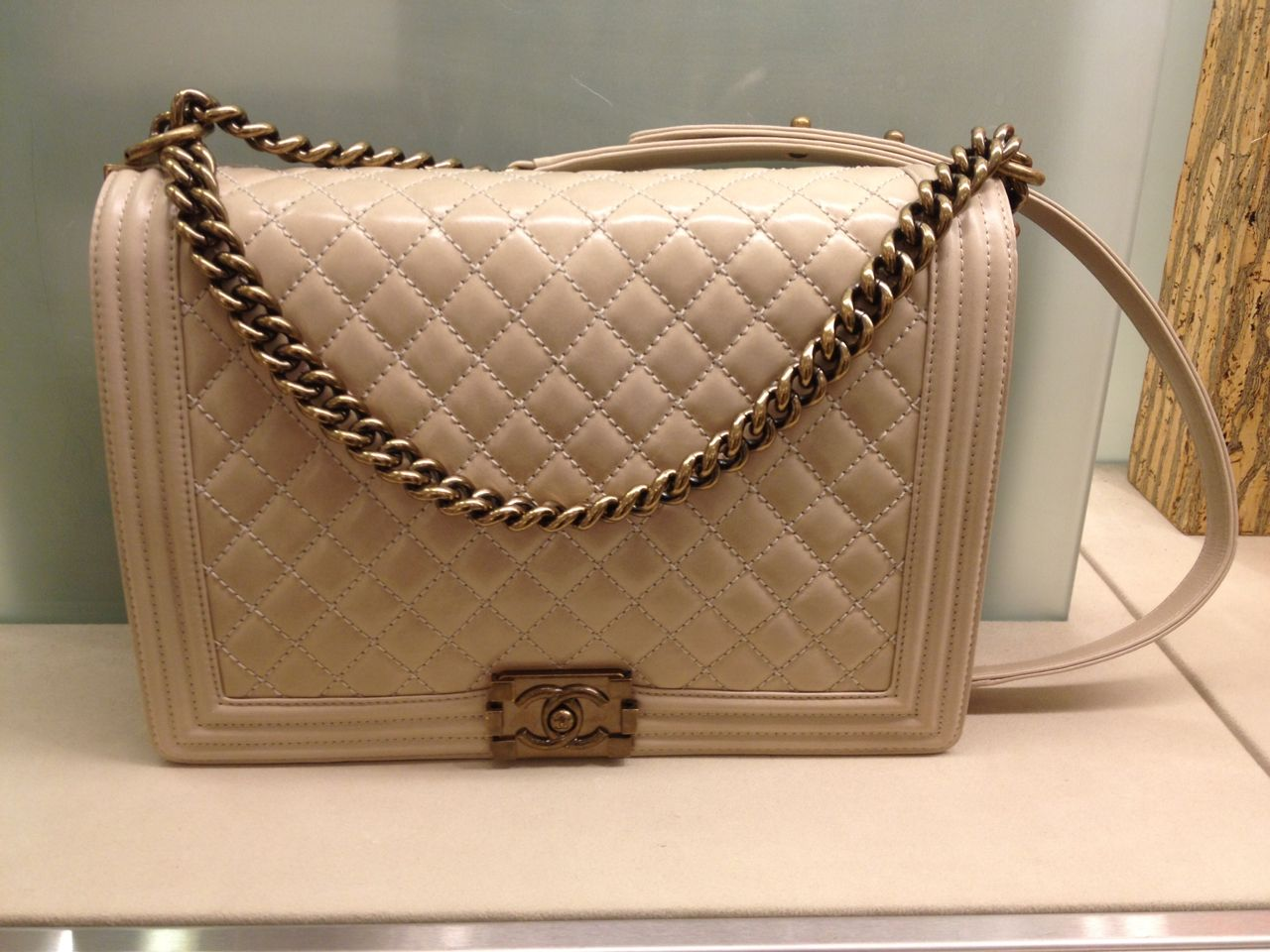 Chanel Boy Large creme - beautiful Chanel Boy Bag, Over The Shoulder Bags,  Large 2244921df86