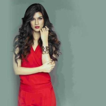 kriti sanon photo gallery latest images gallery check out full set