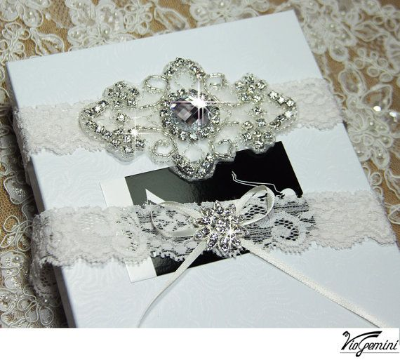 Ivory Lace Wedding Garter Set Bridal garter set par VioGemini, $39,99