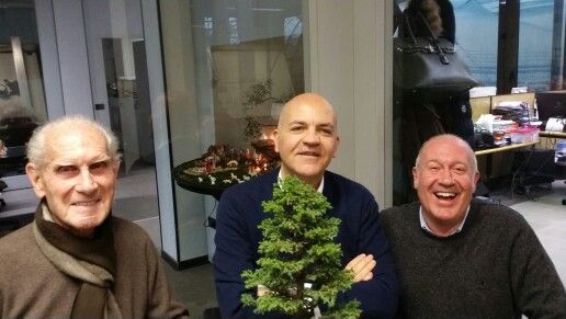 Marco Eugenio Di Giandomenico insieme a Luigi e Luca Crespi, fondatori di Crespi Bonsai (Parabiago, 16 dicembre 2014)
