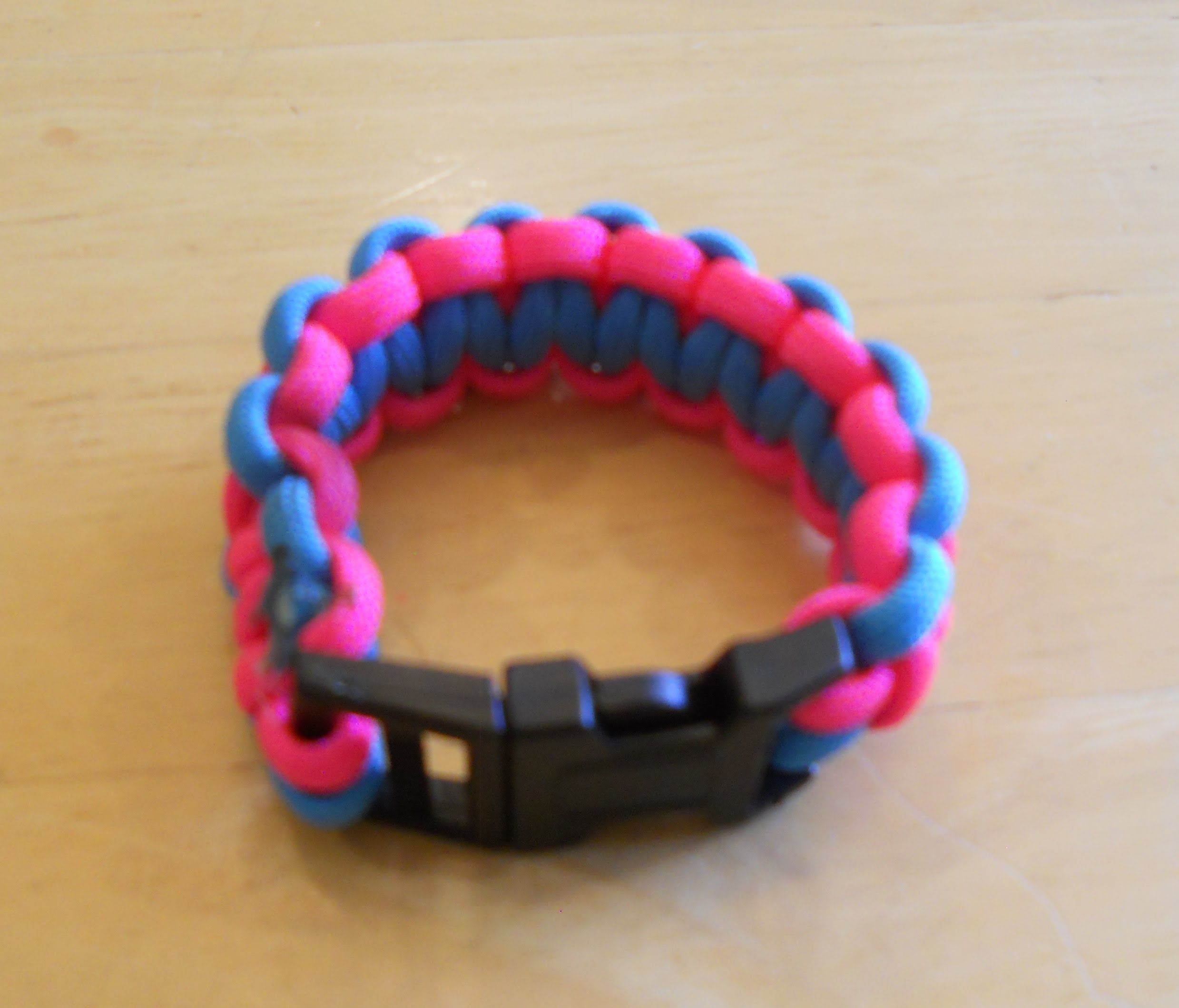 how to make a paracord bracelet with two colors