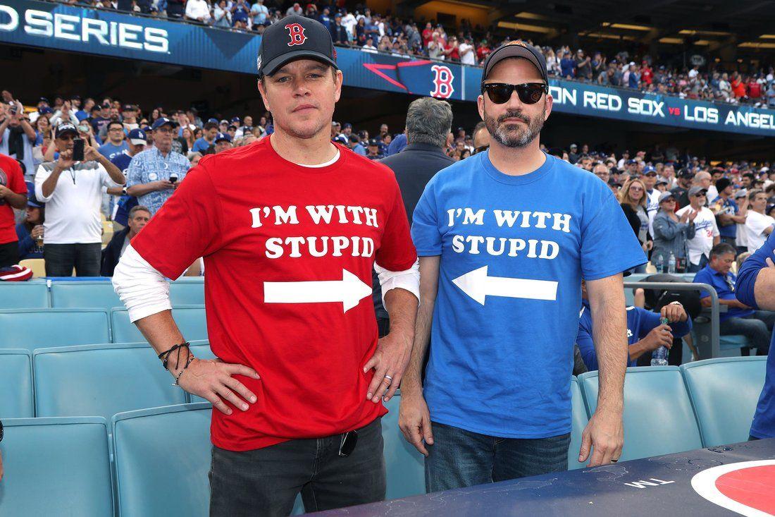 Jimmy Kimmel Matt Damon Wore I M With Stupid Shirts Sat With Ben Affleck At World Series Matt Damon Jimmy Kimmel World Series Shirts