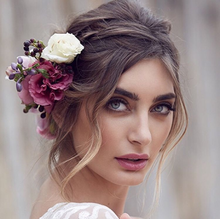 23 Evergreen Romantic Bridal Hairstyles: Front Strands #WeddingHairstyles